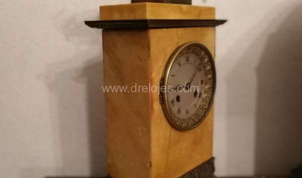 Antiguo reloj francés