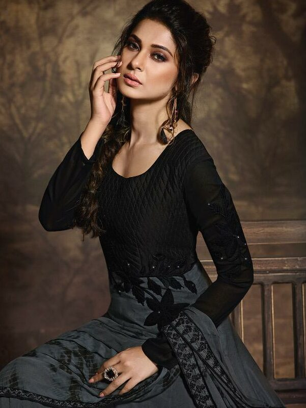 Bollywood Actress Jennifer Winget Dresses