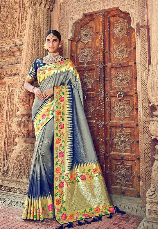 Silk Saree in Wide Golden Border with Designer Blsue Prined Blouse