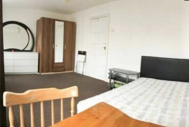NICE LARGE DOUBLE ROOM 1 MIN FROM MILE END TUBE STATION