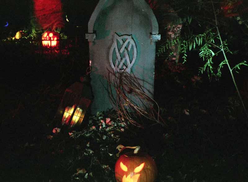 haunt-with-no-name-yet-tombstone