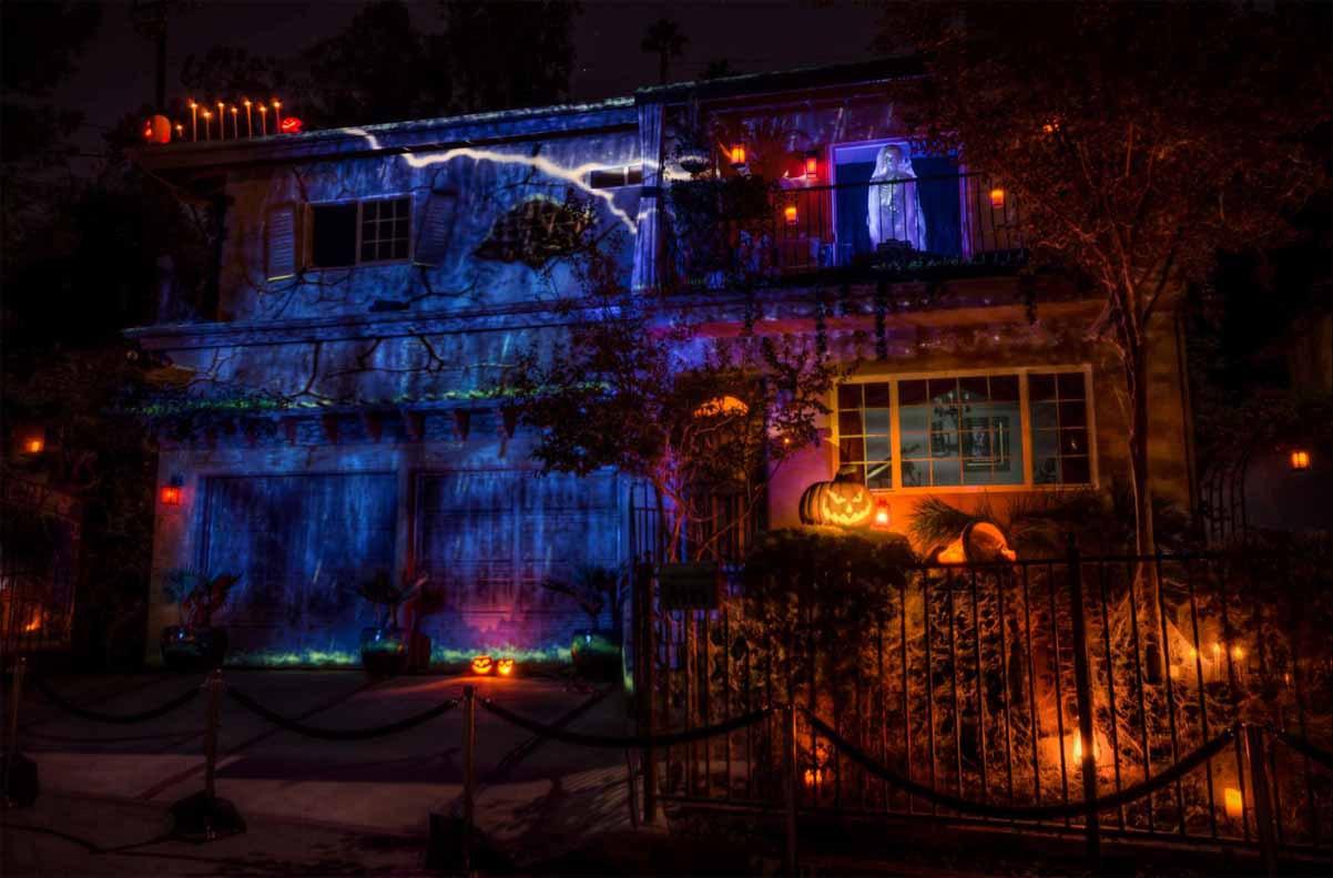 house-at-haunted-hill-2013-long-shot