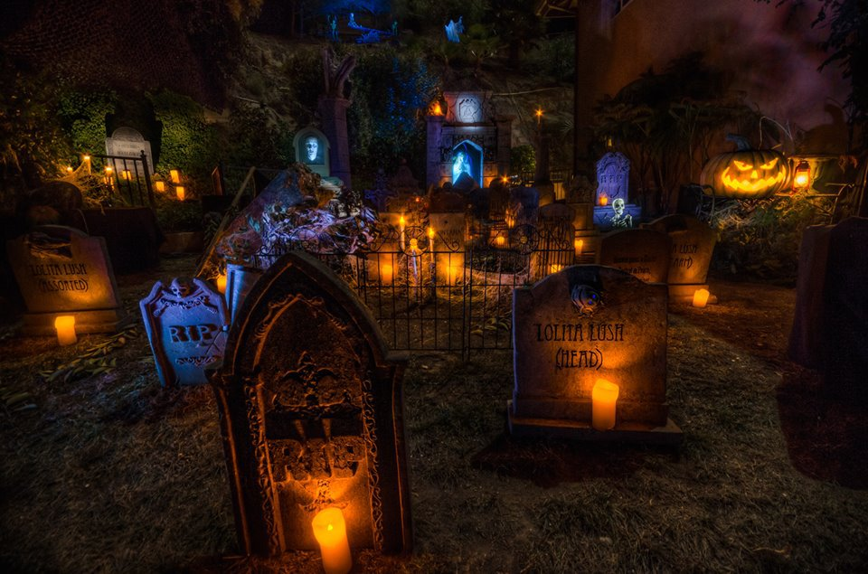 house-at-haunted-hill-tombstones-2013