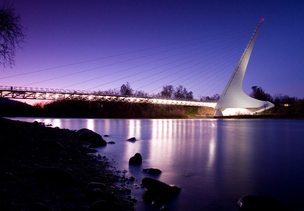 sundial-bridge-night