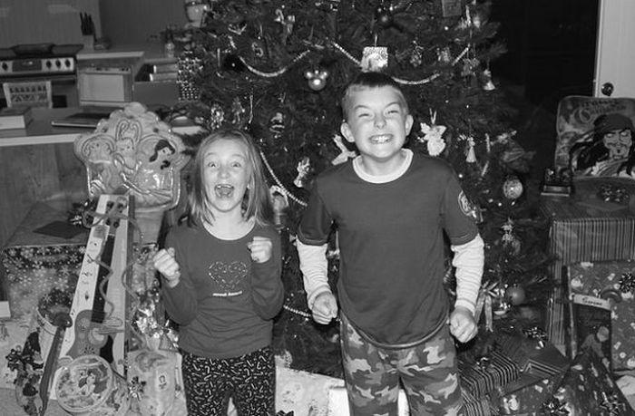 happy-children-on-christmas-morning-13