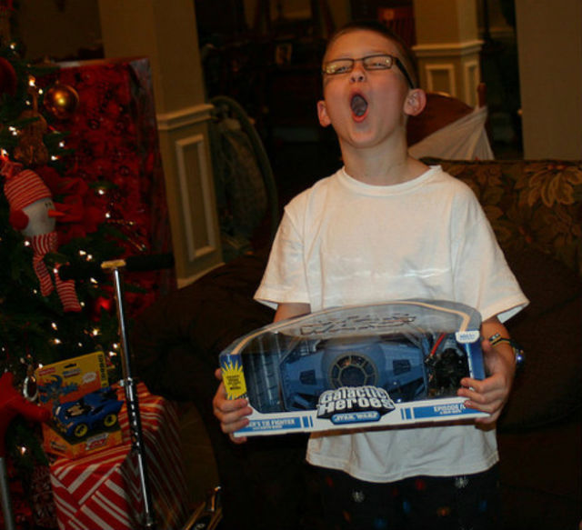 happy_and_excited_children_on_christmas_morning_640_11