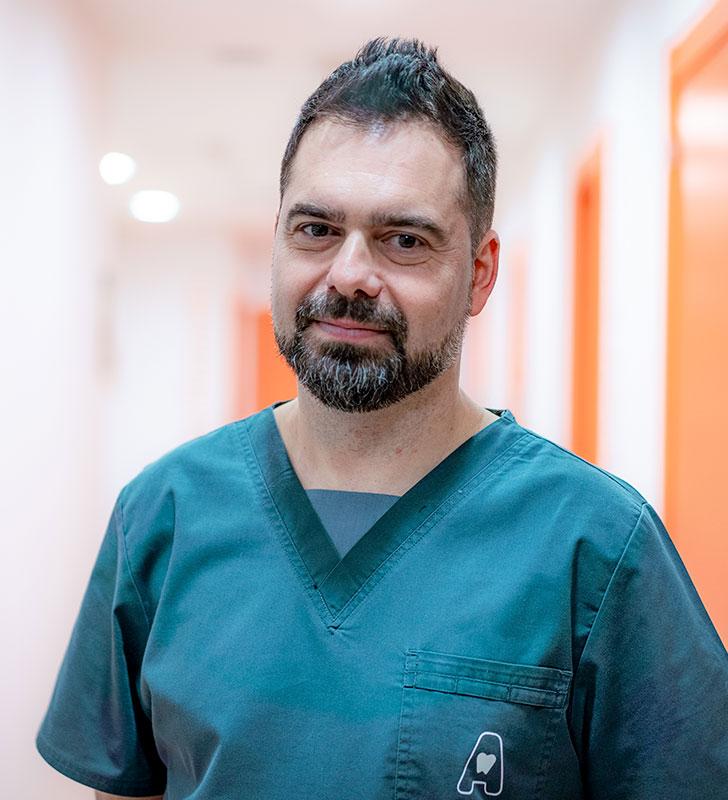 Dr. ALEJANDRO ALCUBIERRE