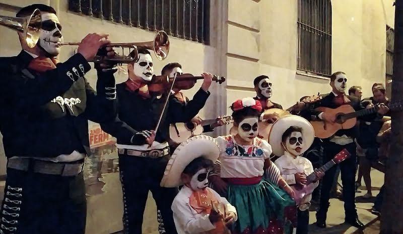 mariachis dia de los muertos