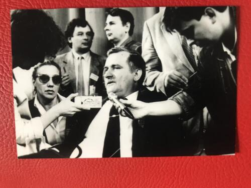 Lech Walesa during a press conference during the 1990 presidential campaign. The two behind are Lech and Jaroslaw Kaczynski with Jacqueline to the left holding the Dictaphone.