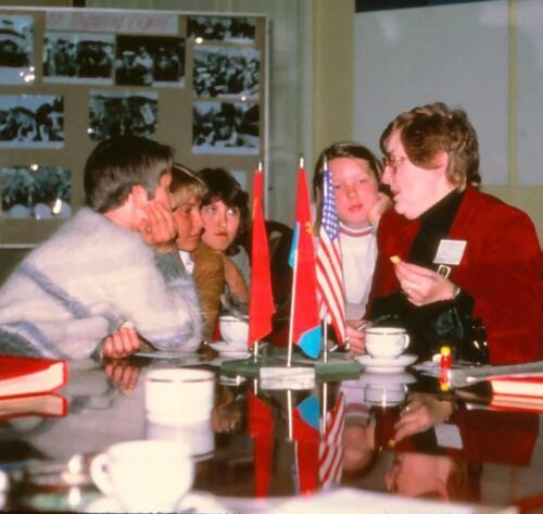Tourist interviewed by Soviet schoolkids