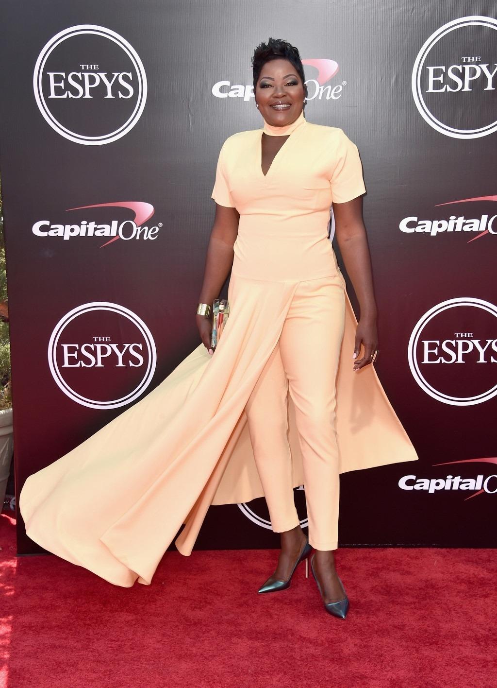 Wanda Durant looks beautiful with plenty of melanin popping