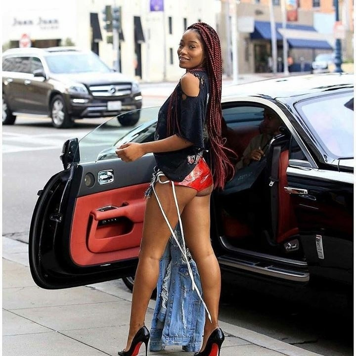 """KEKE PALMER BARES AN """"EMOTIONAL DERRIERE"""" IN NEW STREET-STYLE PICTURES"""