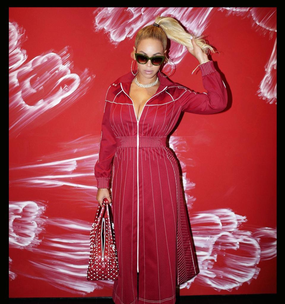 "Beyoncé Drops Remix Of ""Mi Gente"" To Support Hurricane Relief Efforts"