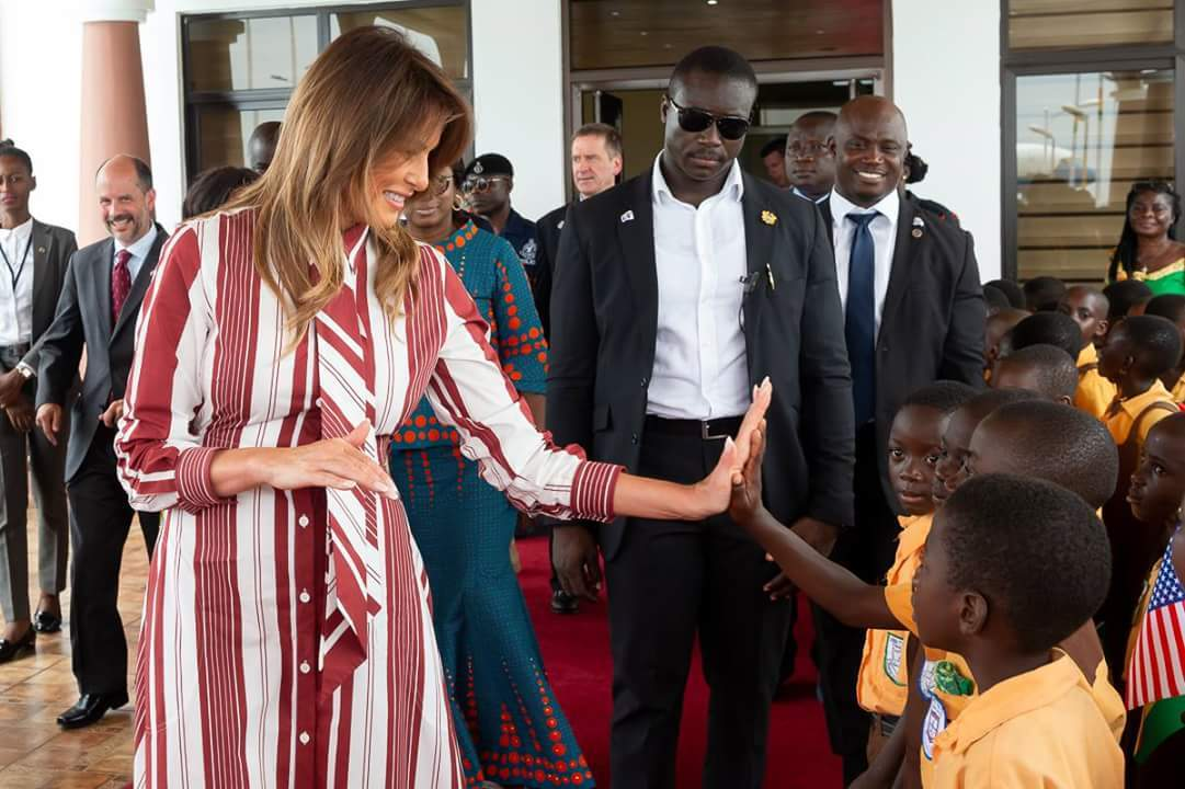 US First Lady plays with school children in Africa