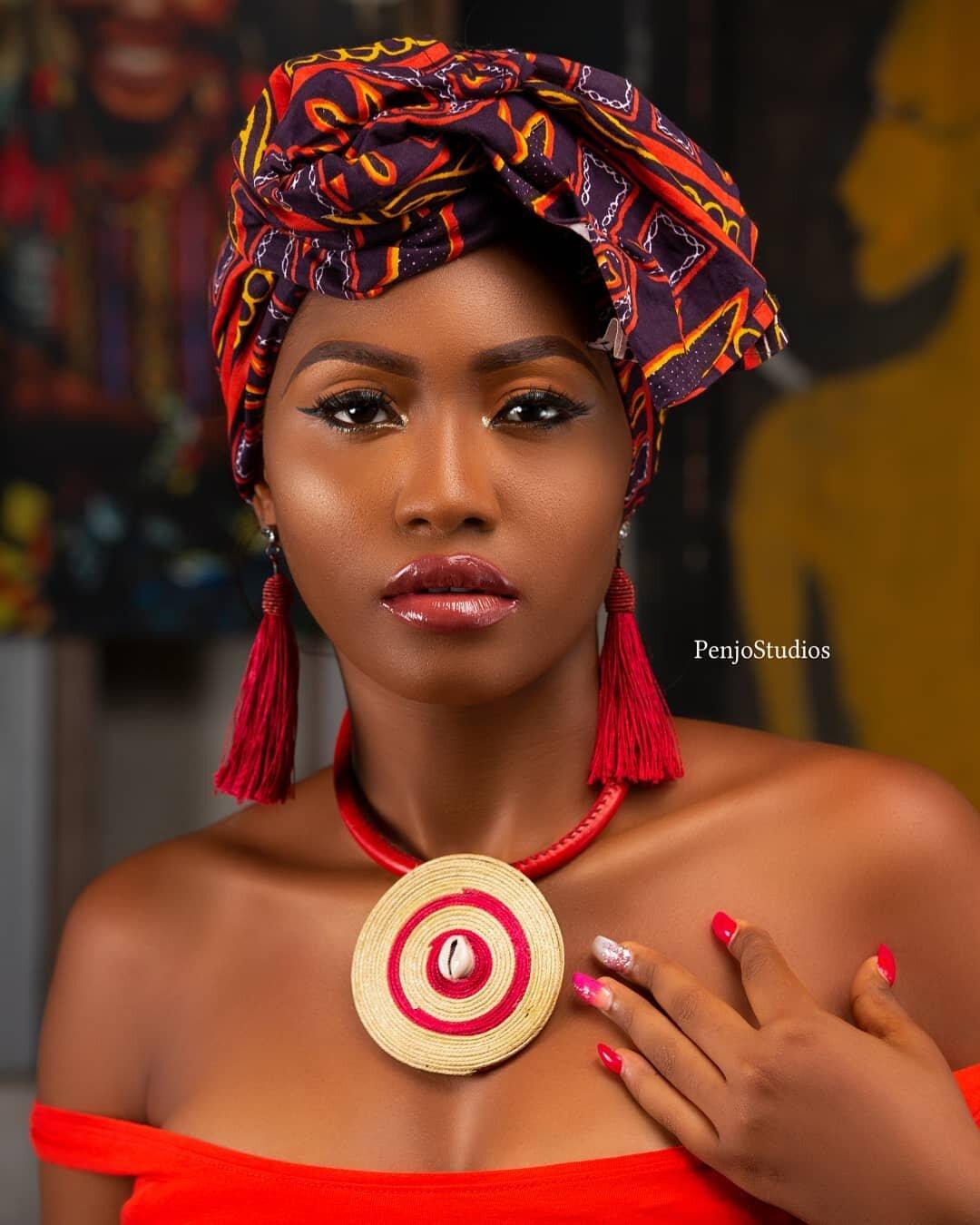 Penjo Baba Model in African headtie