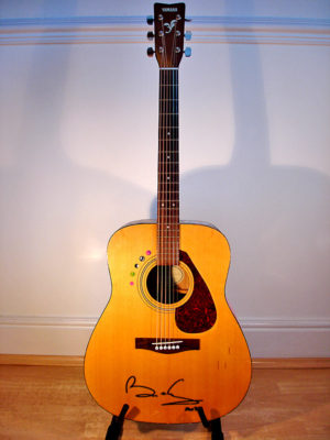 GUITAR SIGNED BY BRIAN MAY QUEEN AUTOGRAPHED MUSIC MEMORABILIA