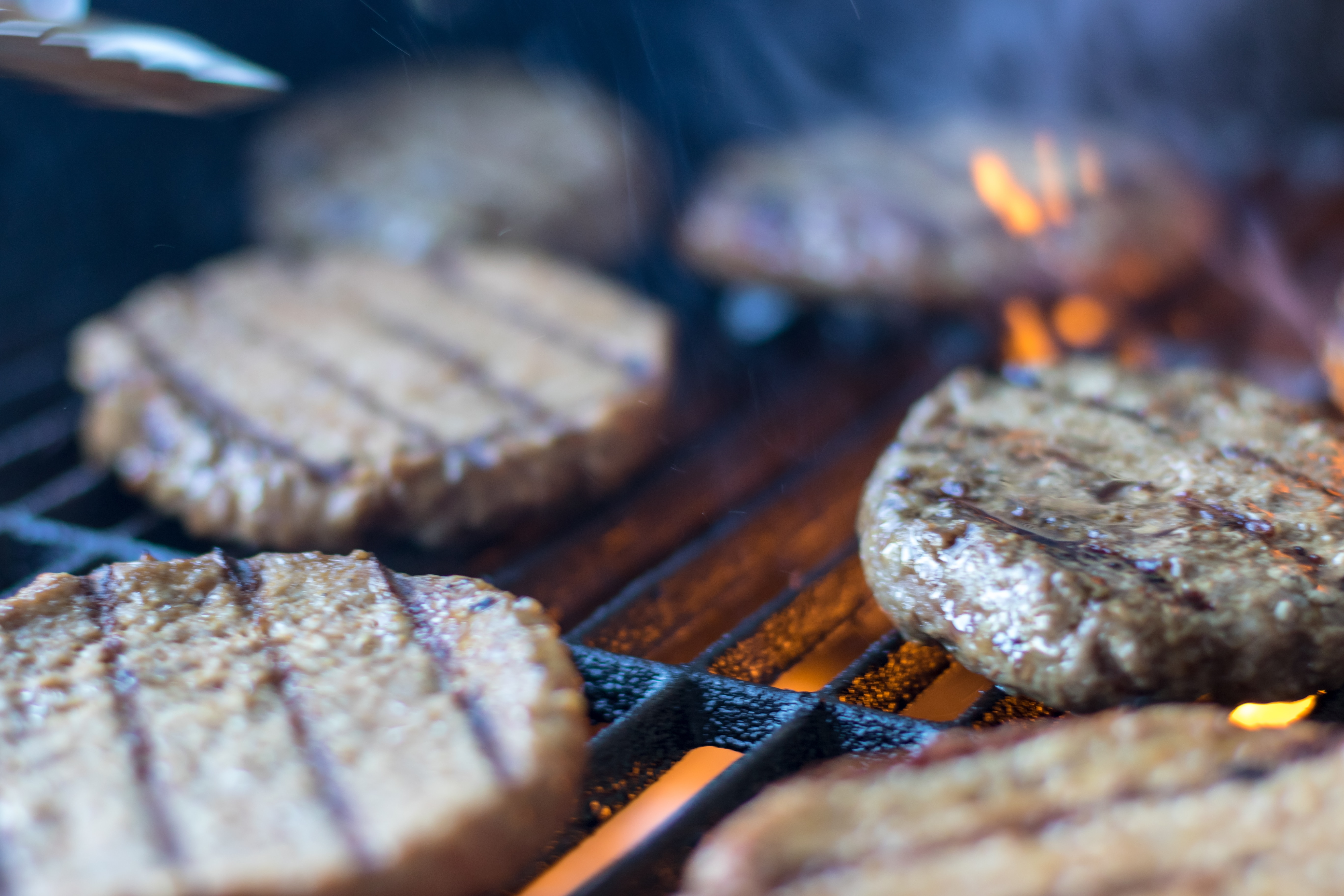 How to Grill a Burger for Backyard Parties