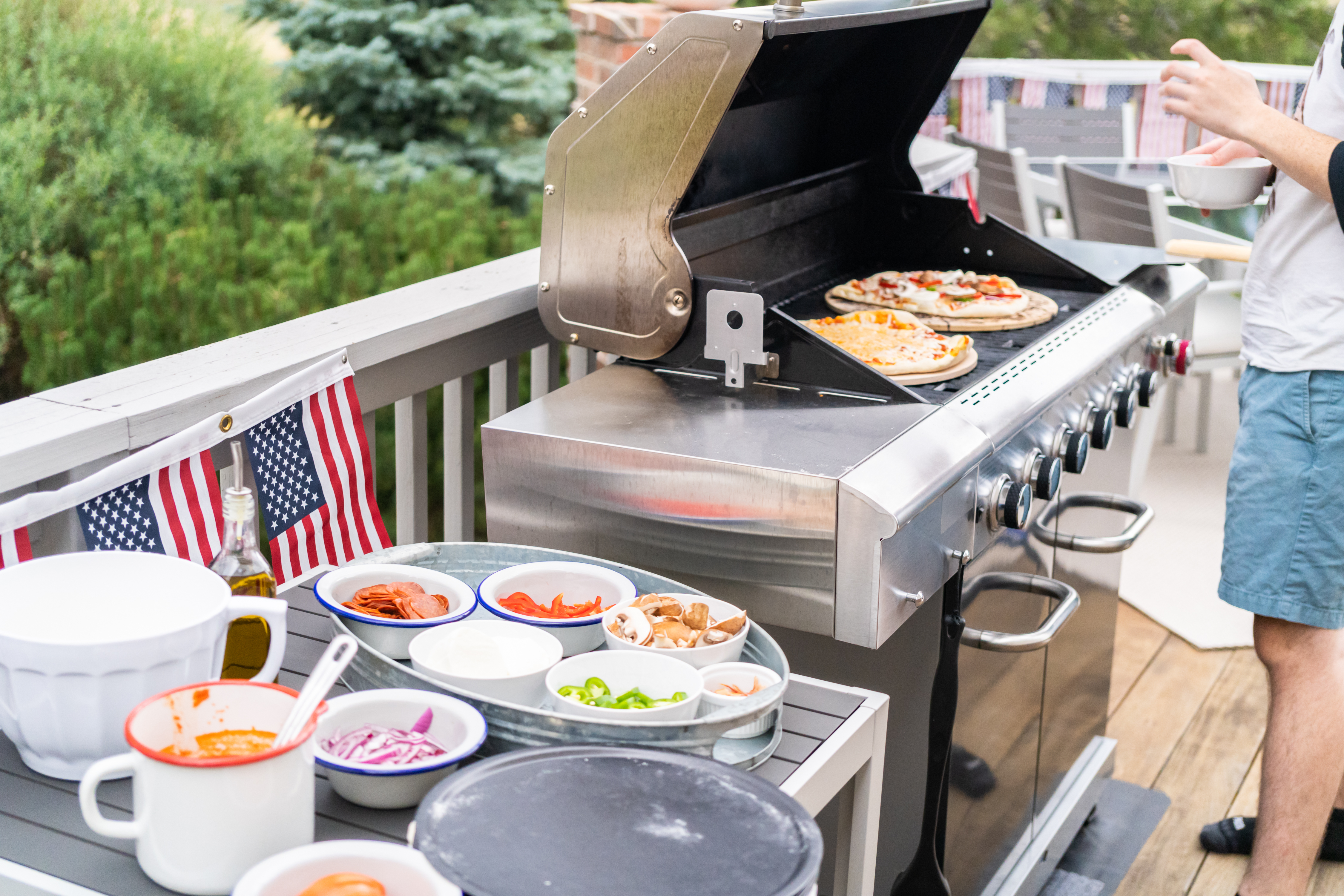 How to Grill Pizza at Home or In Your Own Backyard !