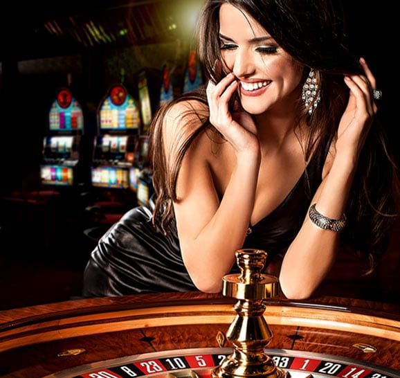 Mail Casino has Live Dealers to Interact with while you play!