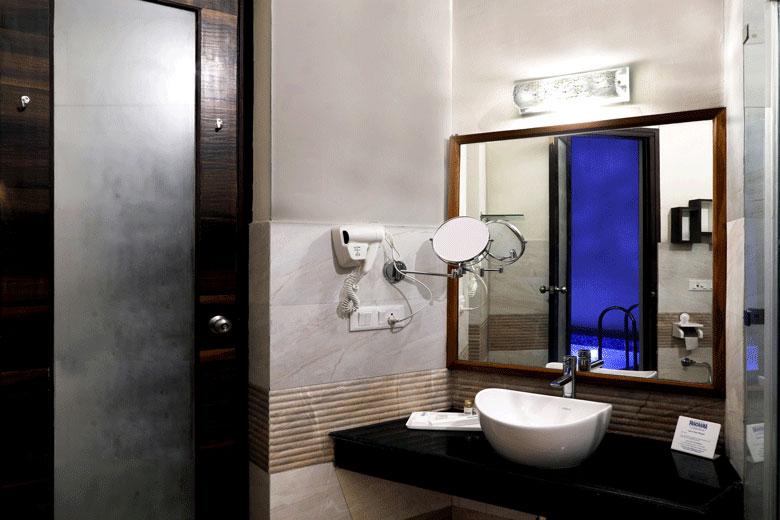 Bathroom with Splash Pool @ Corbett Panorama Resort