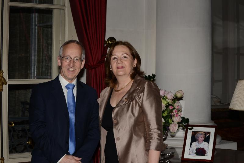 Sir Peter Ricketts, Ambassadeur du Royaume-Uni en France, et Irene Arnaudeau, Présidente de la section Francaise de l'AJFB 18.4.13 (c) Jean-René Tancrède