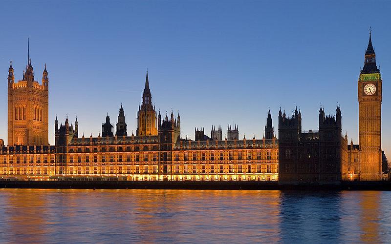Palace of Westminster at night (2007) DAVID ILIFF License CC-BY-SA 3.0