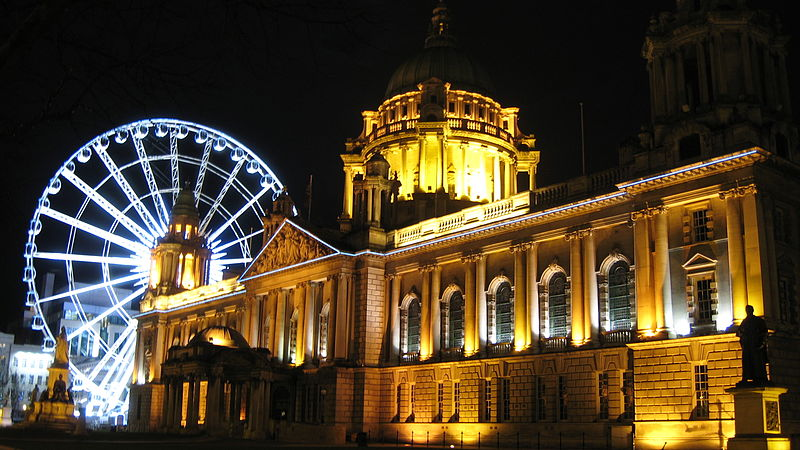 City Hall and The Belfast Wheel at night by THARDAS (2013) 800px CC-BY-SA-3.0