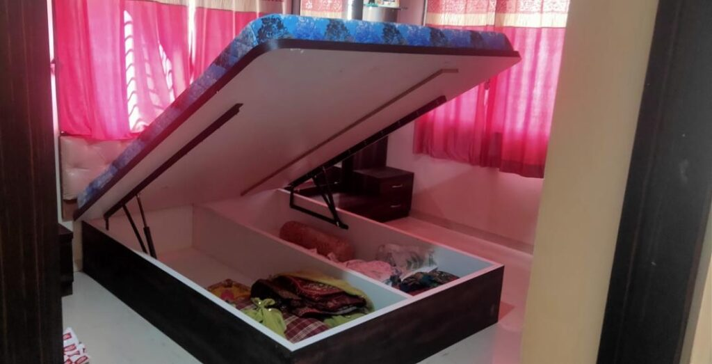 hydraulic bed with storage
