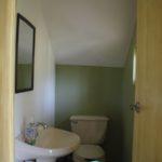 5.- Half bathroom