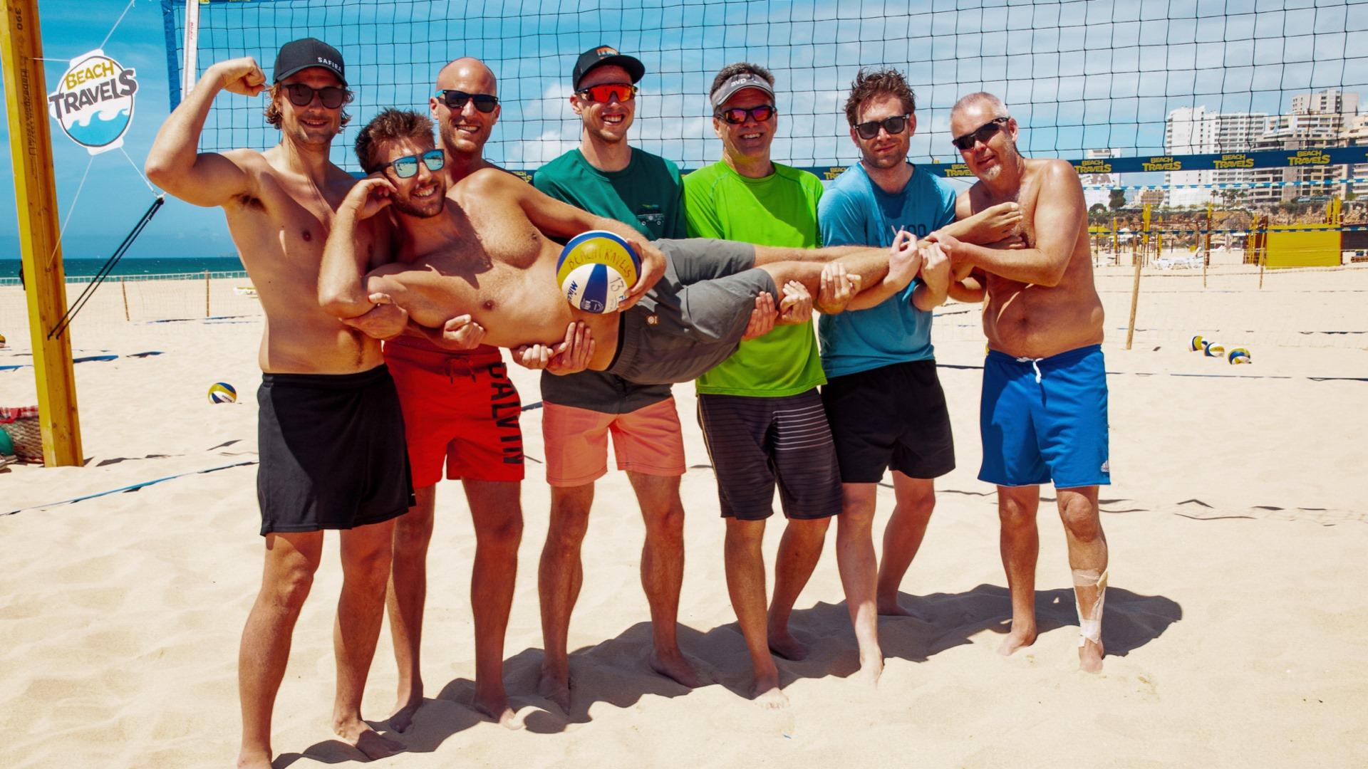 Linus Tholse med sin träningsgrupp i Portugal