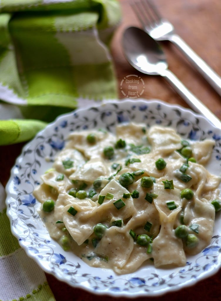 Farfalle with Creamy Peas and Chives Sauce