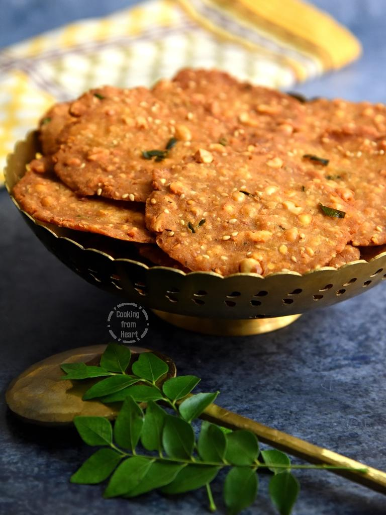 Karnataka Rice Crackers - Nippattu recipe