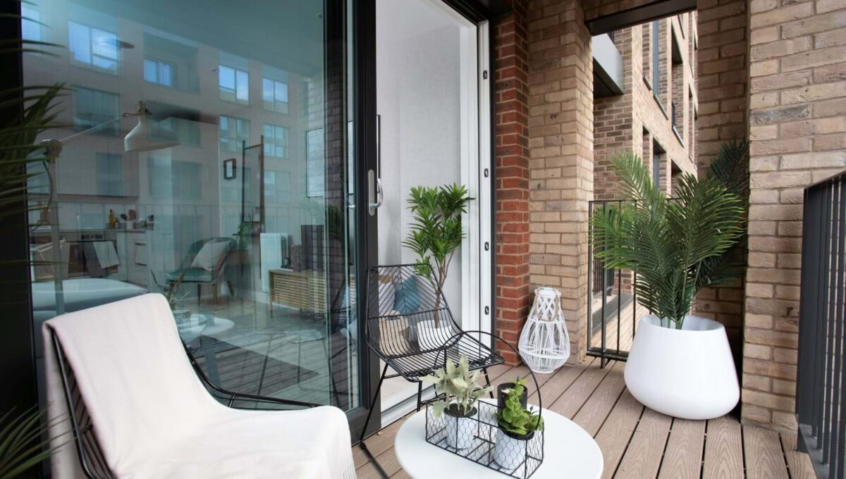colindale-gardens-outside-area