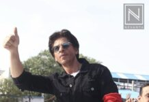 Shahrukh khan waves to the FANs outside the Bandra station after an event