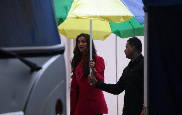 Deepika Padukone spotted in mumbai 3