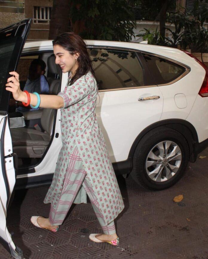 Sara Ali khan spotted in mumbai 2
