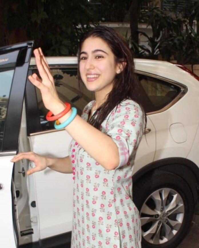 Sara Ali khan spotted in mumbai 1