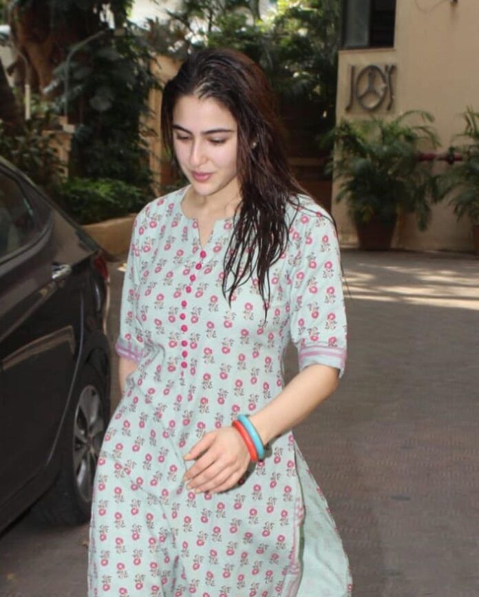 Sara Ali khan spotted in mumbai 3