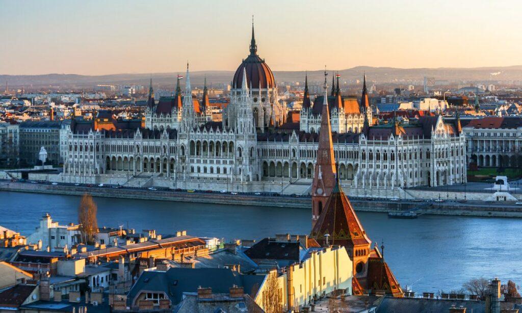 Private taxi transfer Belgrade - Budapest