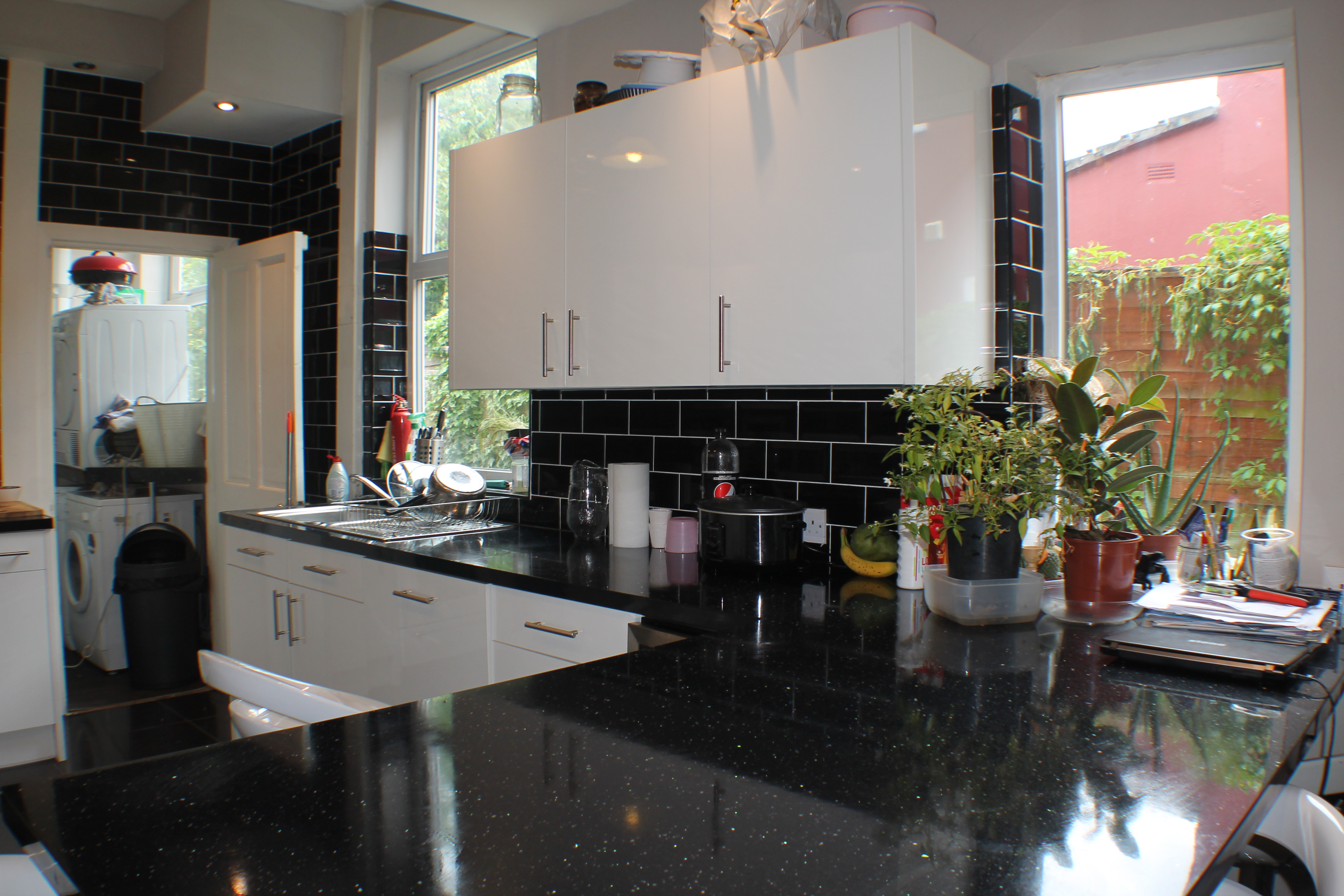 Kitchen work top in 10 Marlborough avenue. Young Professionals house share.