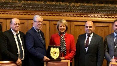 Photo of البارونة نيكولسون وبي بي سي تستضيفان نائب رئيس البرلمان العراقي ونواب البرلمان لمناقشة الأعمال في العراق.