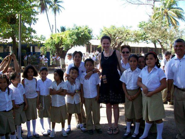 Photo of Elizabeth Montgomery with children in El Salvador
