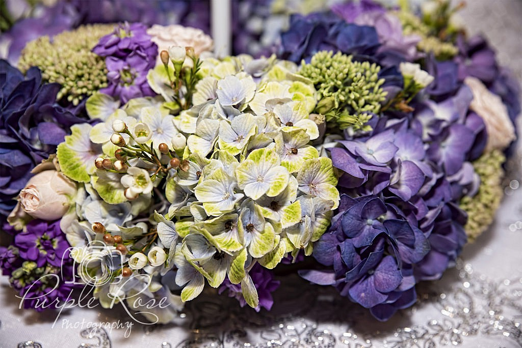 Close up photos of flowers at a wedding