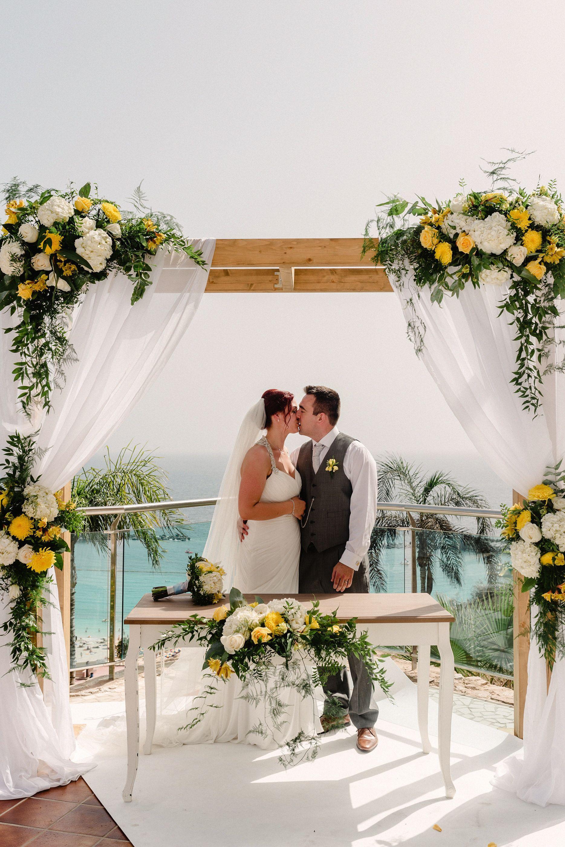 Couple kissing-wedding