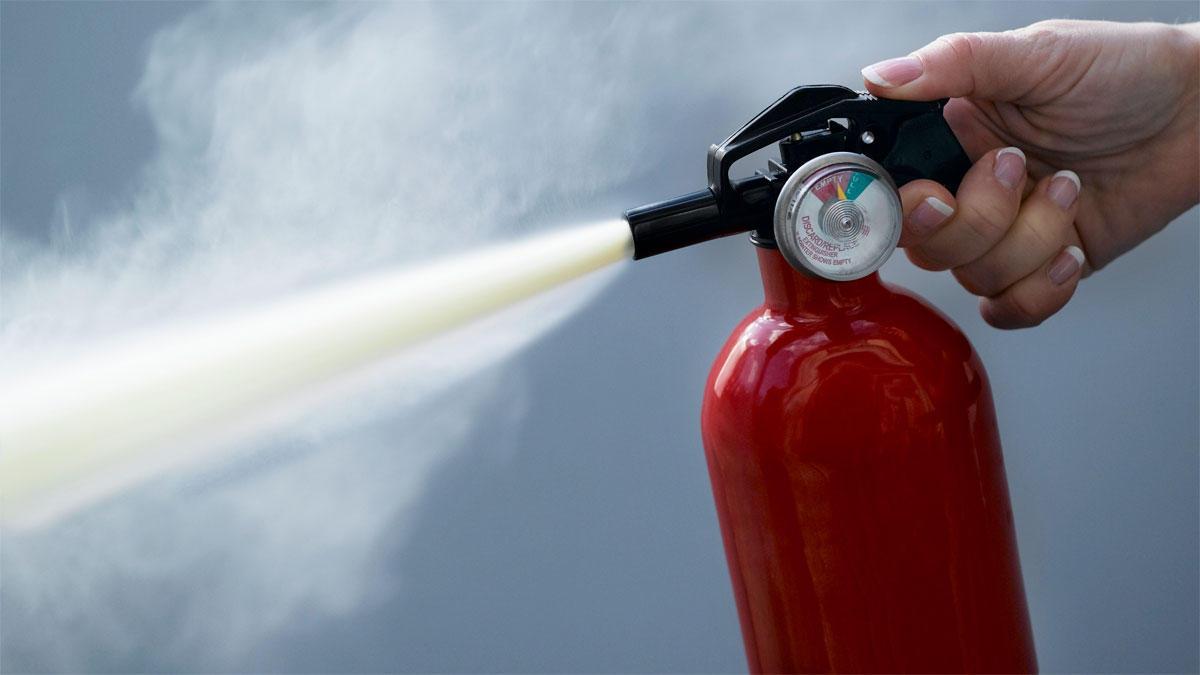 https://secureservercdn.net/160.153.138.163/jjr.846.myftpupload.com/wp-content/uploads/2019/07/How-to-use-a-fire-extinguisher-in-Kenya.jpg