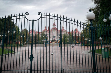 Disneyland Paris is to close, again, until further notice