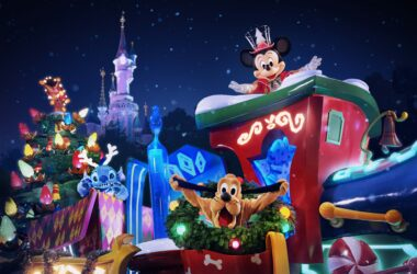 First look at Mickey's Dazzling Christmas Parade, the brand new Christmas Parade coming to Disneyland Paris