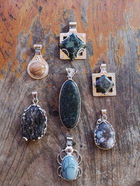 Partenariat avec Gaspard Hollingermorceaux choisis de pierres fines locales
