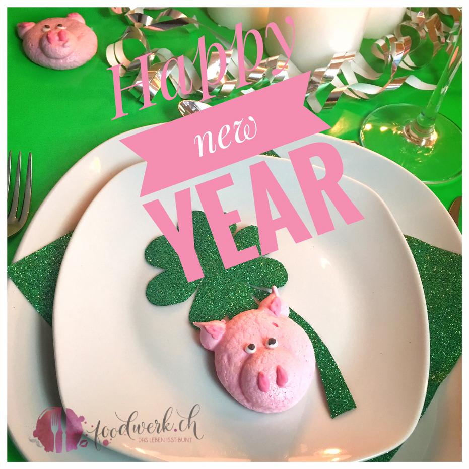 merengues, merengues rezept, baiser, basier rezept, silvester dessert, silvester rezept, silvester deko, silvester idee, silvester, silvester schweinchen, glücksschweinchen, glück, backen, rosa, rezept, dessert, süssspeise, tischdeko, geschenke aus der küche, geschenk aus der küche, neujahr, viel glück, idee, einfach kochen, einfaches rezept, schweizer foodblogs, foodwerk.ch, foodblog, blog, food, kochen, backen, cook, bake, swiss, swiss foodblog, foodblogger, foodie, instafood
