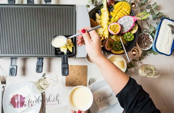 #suissemas, tischgrill, table cooking, fleisch bestellen, migros, festlicher nachtisch, dessert, suessspeise, gaeste, ueberraschen, flambieren, gratin, fruechte, festessen, weihnachten, verwoehnen, idee, einfach kochen, einfaches rezept, rezepte, schweizer foodblogs, foodwerk.ch, foodwerk, foodblog, blog, food, kochen, backen, cook, bake, swiss, swiss foodblog, foodblogger, foodie, instafood, schweizer foodblog, luzern, kochanleitung, foodies, foodporn, rezept ideen, menuevorschlaege, menueplan, vorspeise, hauptgang, dessert, familyblog